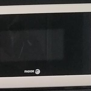 Four Micro ondes - Fagor - capacité 20 litres - 800w